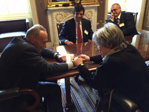 U.S. Senator Chuck Schumer meets with LE&RN Spokesperson Kathy Bates about lymphedema and lymphatic disease research funding.