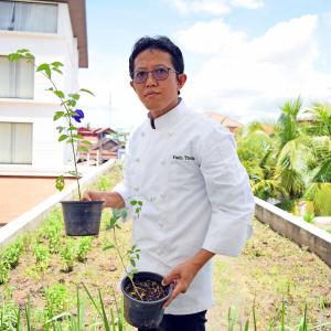 Executive Chef Pisith Theam at Theam's Organic Farm