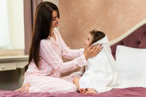 mother-cleaning-daughter-with-soji-towel