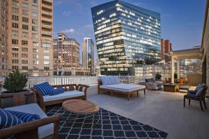 Live amidst the best that Dallas has to offer at the The Tower Residences at The Ritz-Carlton.