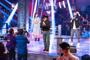 "Doug Adkins und Claudia Pahl singen Billy Eilish Lied ""Ocean Eyes"" bei The Voice of Germany 2020"
