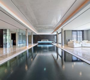 Breathtaking indoor pool, sauna, steam room, and jacuzzi