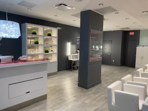 Blo Blow Dry Bar Reopens in Jersey City After One Year Closure Following Coronavirus Shutdown; Blo Franchise Partner Commits to Helping Community Re-emerge from Lockdown Through Grooming & Self Care Including In Salon & On Location Hair & Make-up Services