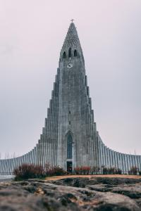 The national church of Iceland is organized into 266 congregations around the country, the photo shows Hallgrímskirkja situated on a hilltop near the centre of Reykjavík (photo by Sebastian Palomino from Pexels).