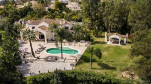 The exclusive neighborhood of La Cerquilla is famous for its views of Golf Valley, and this villa is uniquely situated in an elevated position, front line to Los Naranjos Golf Course.