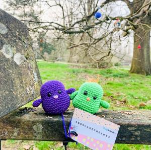 Two knitted birds sat on a bench for the Oxford craft bomb