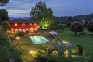 Villa Matteucci is a traditional Tuscan farmhouse immersed among olive groves.