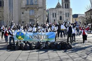 French Scientologists promote environmental responsibility with frequent neighborhood cleanups.