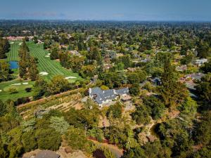 690 Loyola Drive is a luxury home in the Los Altos Hills near Silicon Valley, California auctioning via Concierge Auctions