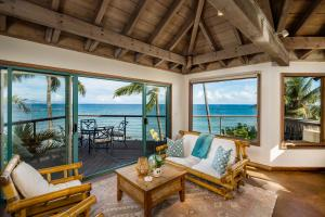 Oceanfront property on Tavares Bay in Maui