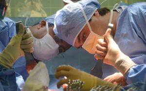 Dr Tansar Mir operating on a patient in a publicized case, photograph by Susan Watts, New York Daily News