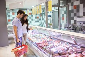 Couple grocery shopping - Grillilng - food safety tips by Stop Foodborne Illness