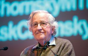 Noam Chomsky speaking in Montreal in 2013 on the decline of the American empire - Photo by Pedro Ruiz - Le Devoir