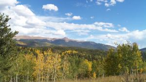 Florissant Fossil Beds National Monument and Mueller State Park are great day hike excursions for autumn views of Pikes Peak